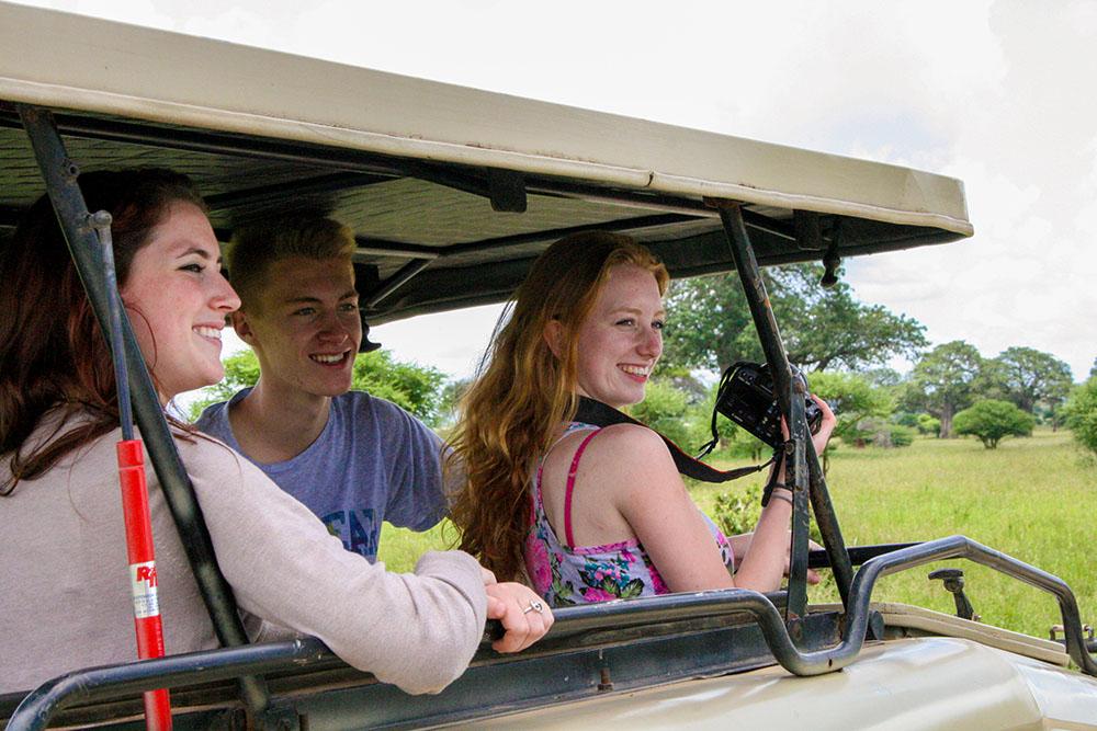 Fotograferen vanuit een jeep tijdens de Fotoreis Tanzania.