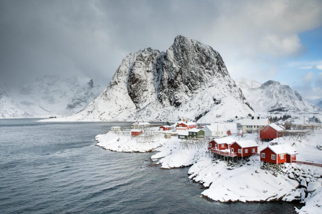 Fotoreis Lofoten - Dorp met rode huizen aan de kust